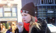 Un look easy ma colorato, impreziosito con una collana pendente 4you jewels per le strade i New York