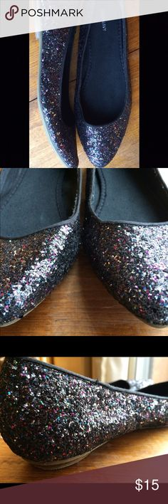 Old Navy Shiny Glitter Flats Multicolor Size 8 These gorgeous, like-new Old Navy glitter flats are awesome and have never been worn outside. They have an incredible sparkle (which made quality pictures pretty tricky 😉) and the dark, multicolored chunks of glitter mean they'll go with almost anything. Try adding them with your favorite jeans or party dress!  The right toe tip is missing a dash of glitter in a line about 1/4 of an inch long, which is pictured.  Women's size 8 but would likely…