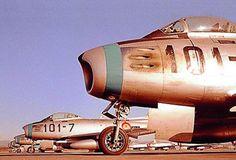 Detalle del frontal de las aeronaves North American F-86 -Sabre- (C-5) en pista