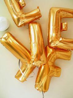 5 Beautiful (and Budget Friendly!) Decorating Ideas for Summer Parties Gold Balloons, Letter Balloons, Number Balloons, Alphabet, Golden Birthday, Throw A Party, Vintage Easter, Summer Parties, Event Design