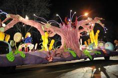 Un des nombreux chars du Défilé de clôture. / One of the many Night Parade's cars.