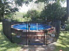 Que vous possédiez une piscine creusée, semi-creusée ou hors terre, nos clôtures de piscine Enfant Sécure fonctionnent avec tous les types de plans d'eau. ✔️  ➢ Clôture de piscine Enfant Sécure, c'est la référence pour sécuriser votre cour arrière en toute élégance.  Pour faire clôturer votre piscine semi-creusée, contactez-nous au 1-800-635-3926   info@enfantsecure.com. Above Ground Pool, In Ground Pools, Removable Pool Fence, Semi Inground Pools, Plans, Bodies, Swimming Pools, Deck, Backyard