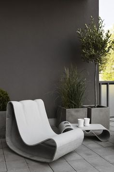 A rather ideal way of urban living, all in white, black and grey - Beautiful Interiors Outdoor Rooms, Outdoor Living, Outdoor Decor, Outdoor Lounge, Outdoor Seating, Garden Furniture, Outdoor Furniture, Concrete Furniture, Back Patio
