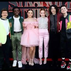 netflix movie millies dress kills me! Bobby Brown Stranger Things, Watch Stranger Things, Stranger Things Actors, Stranger Things Aesthetic, Stranger Things Season 3, Stranger Things Netflix, Millie Bobby Brown, Starnger Things, Look Star