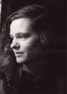 At the age of Sophie Scholl was executed by the People's Court in Germany on… Hans Scholl, Von Stauffenberg, Indira Ghandi, Brave, The Ugly Truth, Persecution, Women In History, World War Two, White Roses
