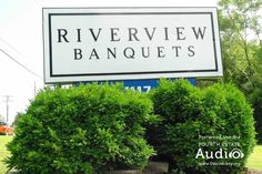 Welcome to Riverview Banquets, an exceptional wedding venue in Batavia. http://www.discjockey.org/real-chicago-wedding-oct-7-2007/