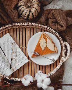 """FLATLAY JOURNAL op Instagram: """"Автор @oh_julliette ⭐ Фотографию выбрала для вас @anelie.lavie 💫 ⠀ Ваша раскладка может стать следующей: ✓ Подписывайтесь на…"""" Business Inspiration, Autumn Inspiration, Color Inspiration, Cozy Aesthetic, Autumn Aesthetic, Aesthetic Pics, Pumpkin Colors, Fall Pictures, Cozy House"""