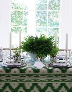 Green table setting :: Fern in French white porcelain tureen + maidenhair in silver vessels + limes in silver vessels + white candles + silver candlesticks :: The Enchanted Home :: Carolyne Roehm Centerpieces, Dresser La Table, Deco Buffet, High Top Tables, Enchanted Home, Beautiful Table Settings, Easy Entertaining, Interior Exterior, Table Settings