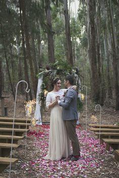 Sam Winter Flowers, Digital Photography, Bridal Gowns, Studio, Couple Photos, Wedding, Bride Dresses, Couple Pics, Mariage
