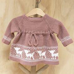 Sirissima - Ylva struttegenser i Solo Cashmere - Bluum Bambi, Eco Baby, Baby Cardigan, Knitting For Kids, Future Baby, Kids And Parenting, Knit Crochet, Cashmere, Romper
