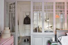 fönstervägg som avdelare till sovrum
