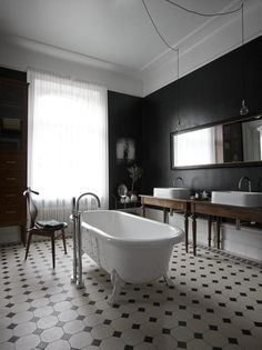 Classic bathroom with dark Walls. Lotta Agaton for Residence Magazine Bathroom Interior, Modern Bathroom, Classic Bathroom, Modern Sink, Bathroom Black, Interior Office, Decoracion Vintage Chic, Dark Grey Walls, Mad About The House