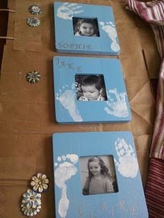 Foot/hand-printed picture frame with child photo inside. Great Father's Day or grandparent gift. Homemade Gifts, Diy Gifts, Baby Crafts, Crafts For Kids, Gabriel, Footprint Crafts, Handprint Art, Grandparent Gifts, Fathers Day Crafts