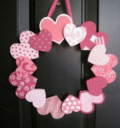 DIY Valentine& Day - DIY gifts and decorations is a sign of real love - Valentinstag - Bastelideen und Kreatives - valentine& day diy wreath paper hearts - Valentine Day Wreaths, Valentines Day Hearts, Valentines Day Decorations, Valentine Day Crafts, Printable Valentine, Homemade Valentines, Valentine Box, Valentine Ideas, Christmas Decorations