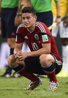サッカーW杯ブラジル大会(2014 World Cup)準々決勝、ブラジル対コロンビア。試合に敗れ落胆するコロンビアのハメス・ロドリゲス(James Rodriguez、2014年7月4日撮影)。(c)AFP/FABRICE COFFRINI ▼5Jul2014AFP ブラジルがコロンビア下し準決勝へ、ネイマールは負傷し担架で運ばれる http://www.afpbb.com/articles/-/3019676 #Brazil2014 #Brazil_Colombia_quarterfinal #James_Rodriguez