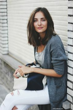Grey cardigan and white ripped jeans - Winter outfit ideas and street style inspiration