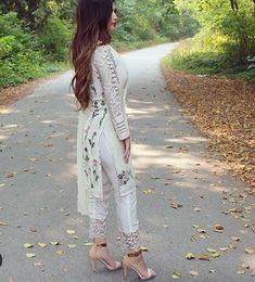 Cigarette pants can be styled in many ways by paring it with different top wear options. Here are 4 ways to style your cigarette pants the right way! Pakistani Dresses Casual, Pakistani Dress Design, Kurti Designs Party Wear, Kurta Designs, Dress Indian Style, Indian Dresses, Indian Wear, Salwar Pants, Salwar Kameez