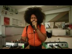 Reggie Watts 05/08/2009 'Sugar Got It Going On' - Love the seamless process of weaving and layering his voice.