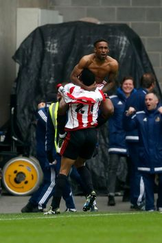 Sunderland's Jermain Defoe celebrates scoring his side's third goal