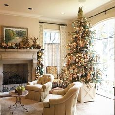 Beautiful Christmas installation in Dallas by @jacksondurhamevents. More of my favorite Christmas decor posts on the blog today! P.S. 23,000 thanks to my 23,000 followers. You're the best #christmas #decor #holidays #christmastime #thepottedboxwood