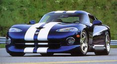 The Dodge Viper VX was unveiled at the 2012 New York Motor Show by the American car company Chrysler. Check Out This Amazing Dodge Viper Video Next Page: Viper Engine and Specifications Viper Car, Dodge Viper, American Car Companies, Mopar Or No Car, Super Sport Cars, Futuristic Cars, Us Cars, Car Photos, Car Pics