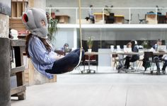 studio-banana-things_ostrichpillow_table_dream