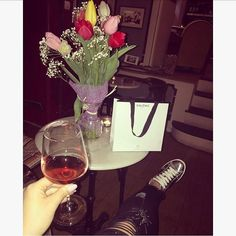 waiting my bestie on her birthday like  #bestfriend #birthdaygirl #loveu #tulip #wine #rose #galenic #gifts #bff #k8bykatelin