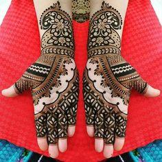 200+ Traditional and Modern Mehndi Designs For Brides and Bridesmaids Latest Simple Mehndi Designs, Full Hand Mehndi Designs, Modern Mehndi Designs, Mehndi Design Photos, Mehndi Simple, New Bridal Mehndi Designs, Dulhan Mehndi Designs, Animal Henna Designs, Leg Mehndi