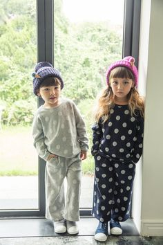 Ozkiz Bubble-Bubble set, for kids (unisex). Perfect for F/W season 2016.  It is available in gray and navy color.   OZKIZ, a Korean top brand for kids clothes and shoes collection, founded in 2010.
