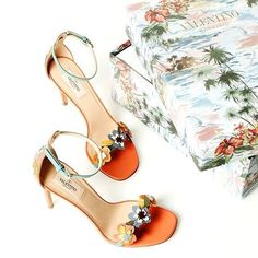 The perfect @maisonvalentino shoes for that tropical honeymoon getaway! #maisonvalentino #valentino #destinationweddings #Hawaii #stunning #engaged #ido #walkpretty #shoesofinstagram #wanderlust #stunning #bridalstyle #beyou #uniqueshoes #weddinginspirati