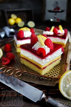 pudding slices with raspberry tongue circus - Torten, Kuchen . -Lemon pudding slices with raspberry tongue circus - Torten, Kuchen . Healthy Pumpkin Pies, Pumpkin Pie Recipes, Pumpkin Spice Cupcakes, Cake Recipes, Snack Recipes, Dessert Recipes, Lemon Recipes, Easy Smoothie Recipes, Easy Smoothies