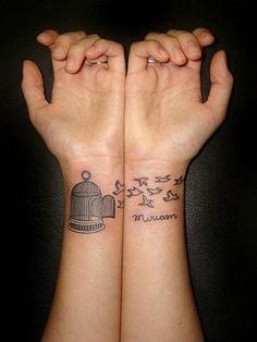 tolle ideen für handgelenk tattoo käfig vögel