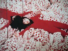 A M A R E L L O | Yayoi Kusama é a artista mais popular do mundo