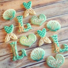 Mermaid cookies - decorated with icing. Under the sea there are golden mermaid hearts and tails. Mermaid Baby Showers, Baby Mermaid, Mermaid Birthday, Iced Cookies, Cute Cookies, Cupcake Cookies, Foto Pastel, Mermaid Cookies, Little Mermaid Parties