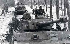 """2nd SS Panzer Division """"DAS REICH """" after Der Führer's concer over Italy being invaded caused him to call off Operation Citadel and Transfer the The Thee SS Panzer divisions ,( Liebstandarte,Das Reich and Totenkopf  ) to Italy NOTE : the """"Kursk"""" Division insignia to right of Vision port nd The """"  Knome """" insignia aon Turret behind the Maintenance Lifting Lug (obscured to the Left of Turret machine Gun)"""