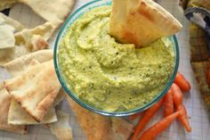 Hummus er meget mere end kikærter og Tahini. Prøv denne opskrift på hummus laves af modne avocadoer, frisk squash, en smule gulerødder og et...