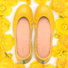 Spring Tieks are in bloom! Shop our favorite spring hues and see how Tieks Girls style them. Cute Shoes, Me Too Shoes, Fancy Shoes, Tumblr Aesthetic Clothes, Tieks Ballet Flats, Ugg Boots, Shoe Boots, Tieks By Gavrieli, Booties Crochet