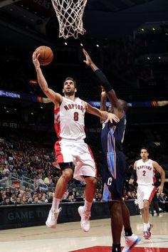 9191d1a603f TORONTO, CANADA - JANUARY 11: Jose Calderon #8 of the Toronto Raptors goes