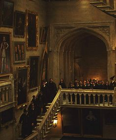 Find images and videos about harry potter, hogwarts and stairs on We Heart It - the app to get lost in what you love. Estilo Harry Potter, Mundo Harry Potter, Harry Potter Hogwarts, Harry Potter Library, Harry Potter Sirius, Harry Potter Castle, Disney Hogwarts, Harry Potter Magic, Harry Potter Room