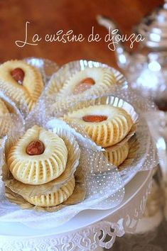 This Pin was discovered by Mou Cookie Desserts, Cookie Recipes, Dessert Recipes, Arabic Sweets, Arabic Food, Moroccan Desserts, Biscuit Decoration, Algerian Recipes, Sugar Cookie Icing