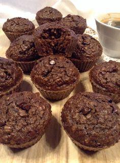 """""""Muffins"""" de alfarroba e café (saudável; sem manteiga, farinha de trigo nem açúcar refinado) E cá ando eu de volta dos muffins outra v..."""