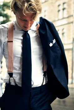 Great looking outfit, the pink suspenders bring something extra. Sharp Dressed Man, Well Dressed, Fashion Moda, Mens Fashion, Fashion Menswear, Classic Men, Classic Style, Oldschool, Herren Outfit