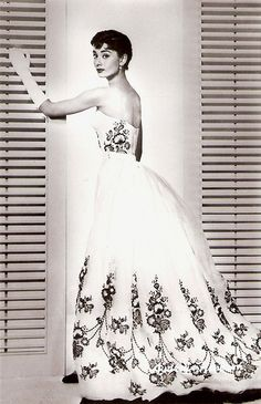 Audrey Hepburn in Hubert De Givenchy dress -The most beautiful pair. Boda Audrey Hepburn, Audrey Hepburn Wedding Dress, Classic Wedding Dress, Black Wedding Dresses, Wedding Gowns, Givenchy Wedding Dress, Sabrina Dress, Sabrina 1954, Moda Chanel