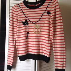 Cute sweater from TOPSHOP!! Used few times!! Still in grt condition!! No any sweater pills n nor any tears!!                               Fits-xs n s Topshop Sweaters Crew & Scoop Necks