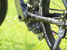 Simple Der add e Mini Motor wird unter dem Tretlager montiert und