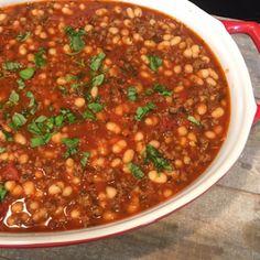 Witte bonen in zelfgemaakte tomatensaus met gehakt en kruiden - Lekker eten met Marlon