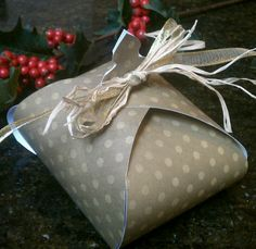 Paper gift box, too cute!  Available in three sizes!