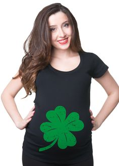 c02b96a98e78a Saint Patrick Day Shamrock Maternity T-Shirt Stylish St. Patrick's Pregnancy  T-shirt