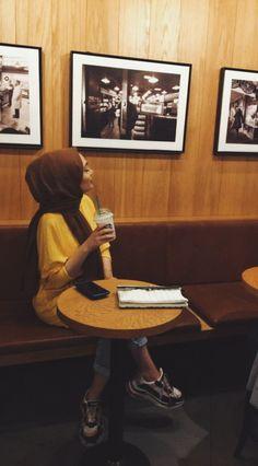 Modern Hijab Fashion, Muslim Fashion, Arab Girls, Muslim Girls, Girl Hijab, Hijab Outfit, Cute Paragraphs, Best Mehndi Designs, Hijab Tutorial
