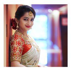 South Indian Bride, Indian Bridal, Kerala Saree, Saree Look, Bride Look, Saree Collection, Blouse Designs, Flower Girl Dresses, Brides
